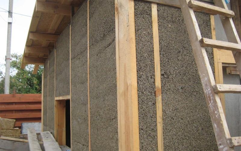 Утепление опилками стен дома