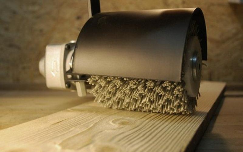 Инструмент при помощи которого происходит брашурование